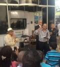 Luis Salvador Estrella Mueses y Huchi Lora en el conversatorio que se celebró en la Feria del Libro. [Foto: Fuente externa].