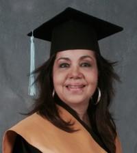 Olga Lara da un paso de avance en su preparación académica.