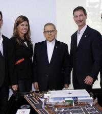 Agripino Núñez Collado junto a ejecutivos del Body Shop.