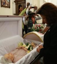 Margarita Cedeño de Fernández, en el sepelio de doña René Klang de Guzmán.