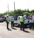 Agentes de AMET trabajando en la reorganización del transporte en la avenida Paseo de los Reyes Católicos.