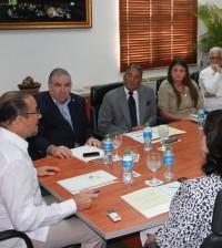 El ministro de Cultura, José Antonio Rodríguez (a la izquierda), acordó con el Patronato el cierre para enero del Teatro Nacional para someterlo a trabajos de reparación.