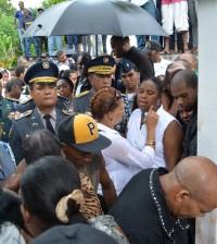 El jefe de la Policía, mayor general Manuel Castro Castillo, en el sepelio del agente asesinado.