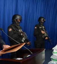 Darío Medrano, portavoz de la DNCD, presentó la droga incautada en el Puerto de Haina. | DNCD