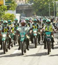 Agentes de AMET durante el recorrido motorizado para cerrar la actividad preventiva.