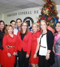 El espíritu de Navidad llegó a la Dirección de Pasaportes.