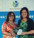 Altagracia Paulino junto a Margarita Cedeño de Fernández.