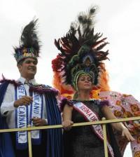 Eddy Herrera y Miriam Cruz encabezaron como reyes la última jornada del carnaval.