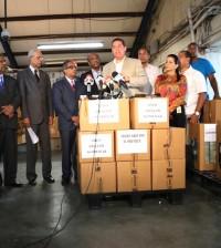 Delegados y dirigentes del PRM reciben materiales de manos de la Junta Central Electoral para su convención que se celebrará en abril del 2015.